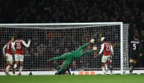 Arsenal win with minimum fuss v Milan Ratings